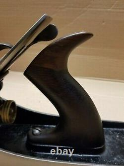 Vintage Stanley No 5-1/2 Bench Plane Woodworking Tool Smooth Sole